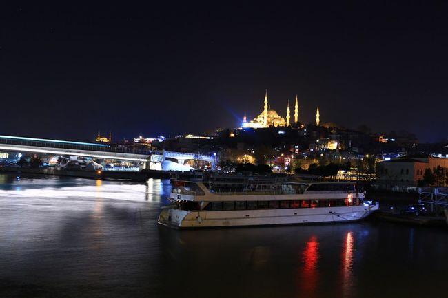 İstanbul'da gece İstanbul Oneistanbul Anla_istanbul Allshotturkey Lovefromturkey Travelphotography Storyofistanbul Streetphotography Instagram_istanbul Instagram_turkey