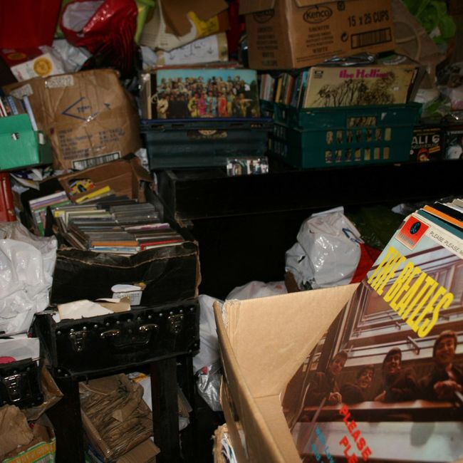 Documenting the iconic ramshackle 2nd hand record store in Nottingham city centre - Rob's Records 2nd Hand Record Store 2nd Hand Records Albums Arrangement City Close-up Collection Market Stall Music Nottingham Retail  Rob's Records Store The Beatles