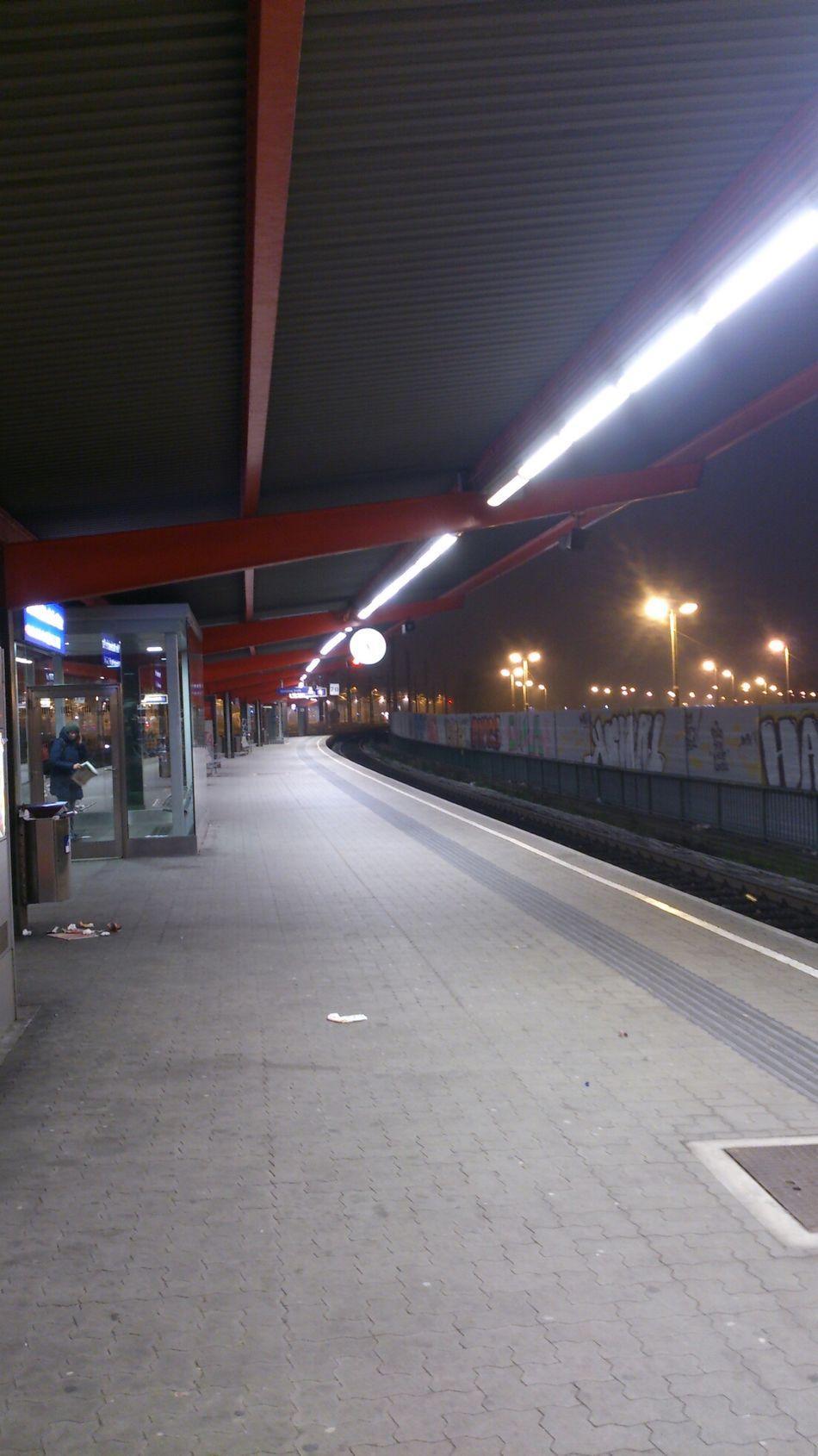 öbb Bahnhof Bahnsteig  Dezember 2013