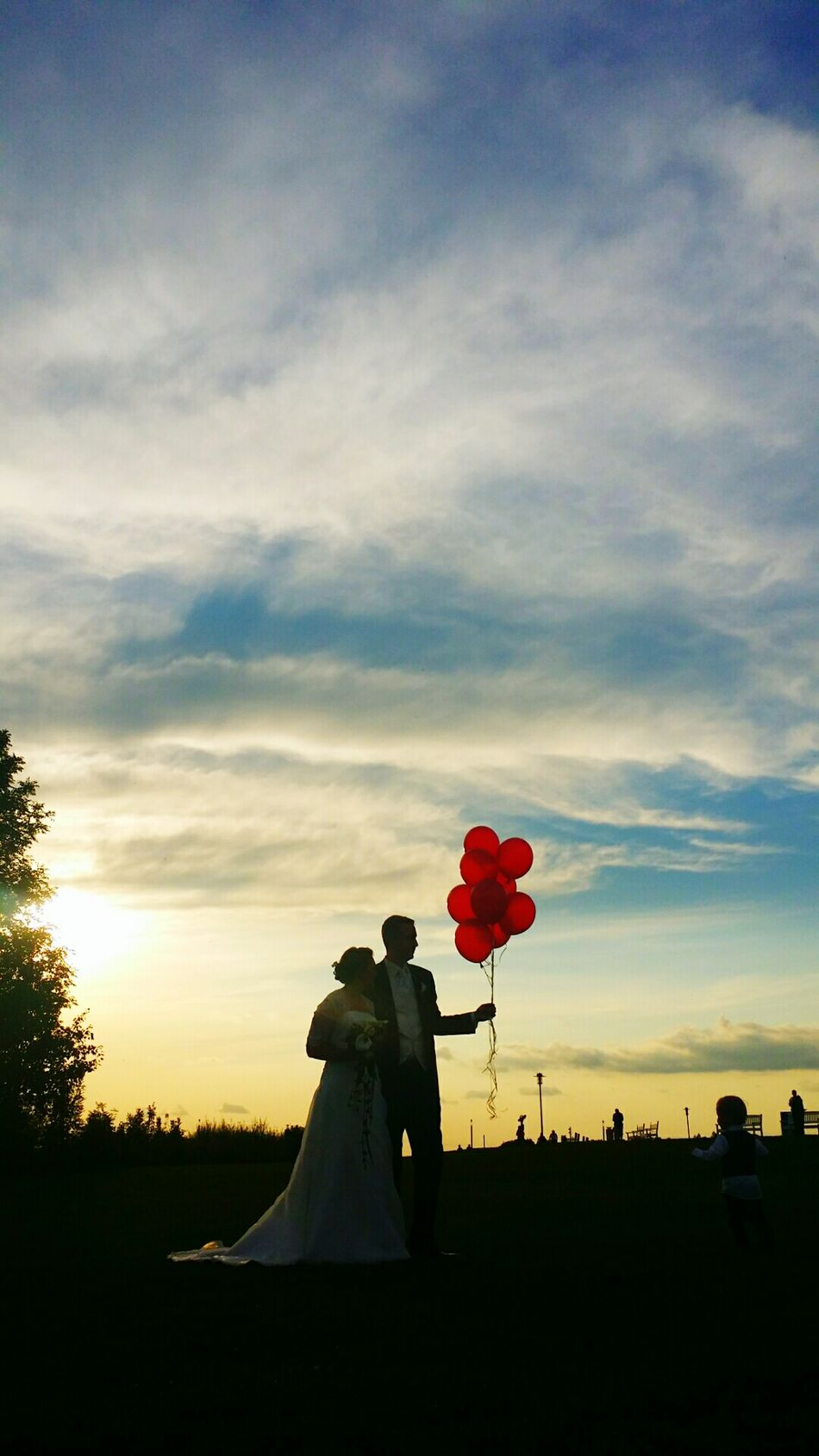 TakeoverContrast Wedding Balloons Red Blue Black Bride Handsman Outside Photograpy Sky Clouds Contrast Contrast Silhouette Summer Marrying Vertical Space Wedding Card