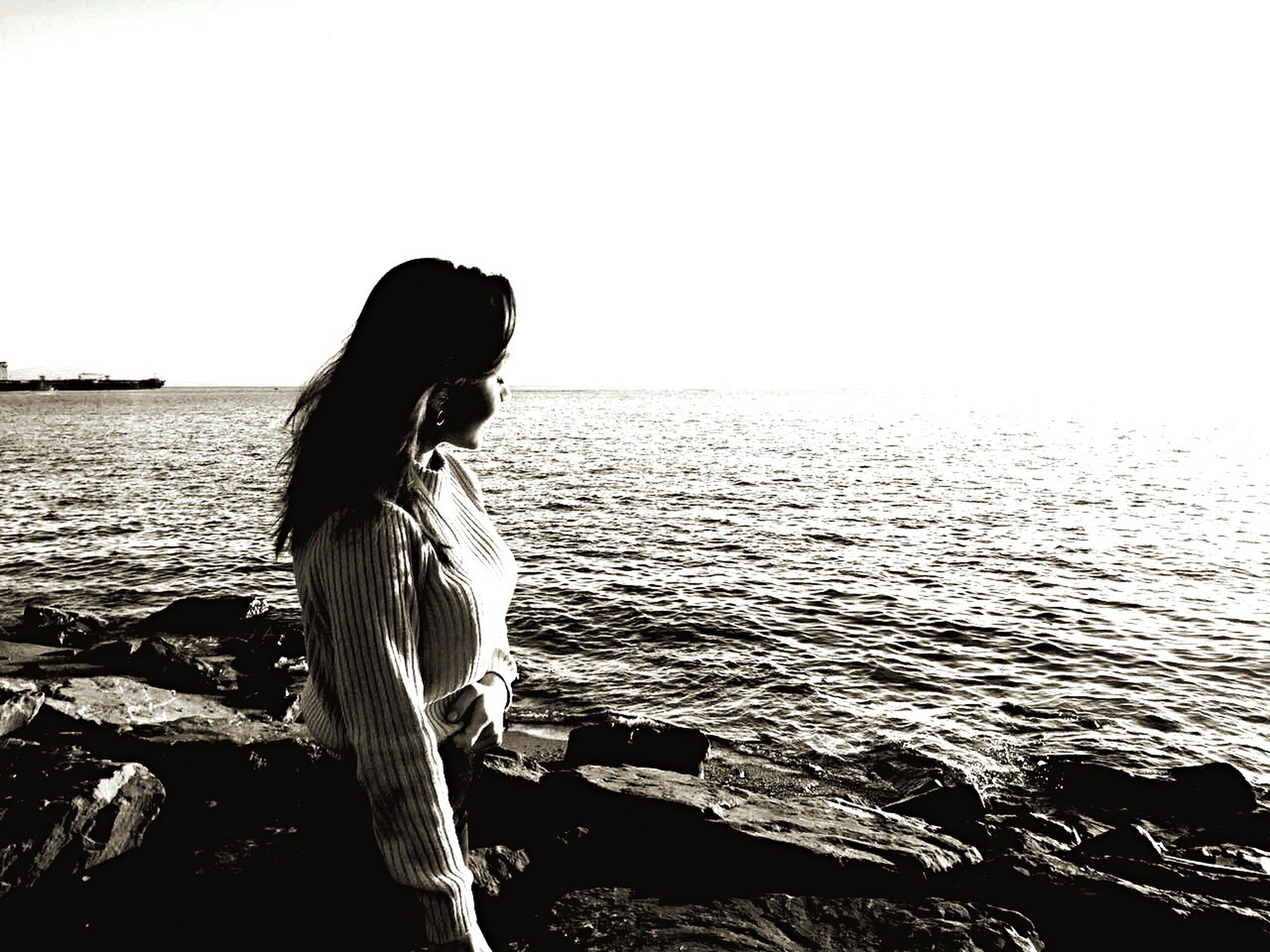 sea, one person, one woman only, horizon over water, only women, lifestyles, clear sky, beach, adults only, adult, standing, people, silhouette, water, real people, vacations, outdoors, day, one young woman only, beauty in nature, nature, sky, young adult, animal themes