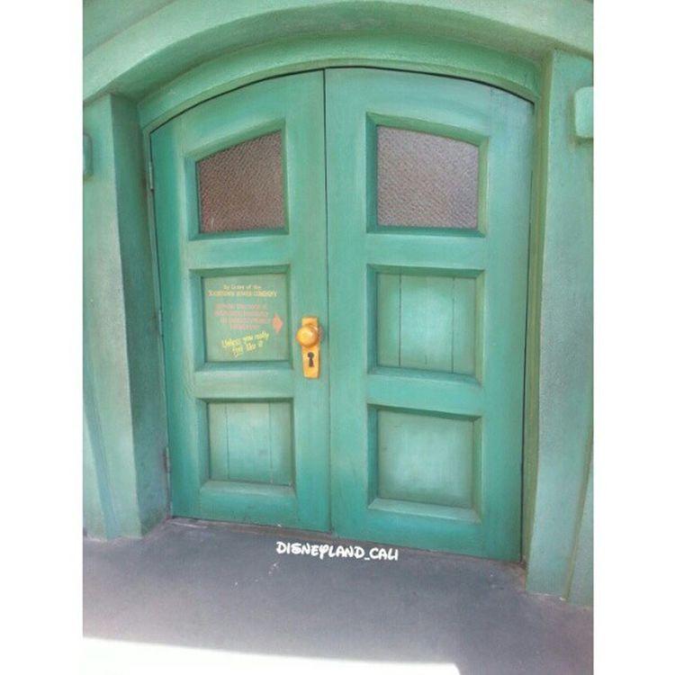 Power house! How many of you have tried polling the door knob?? Isn't it funny lol :) Disneycalifornia Disneyland Disneyland_cali Toontown powerhouse