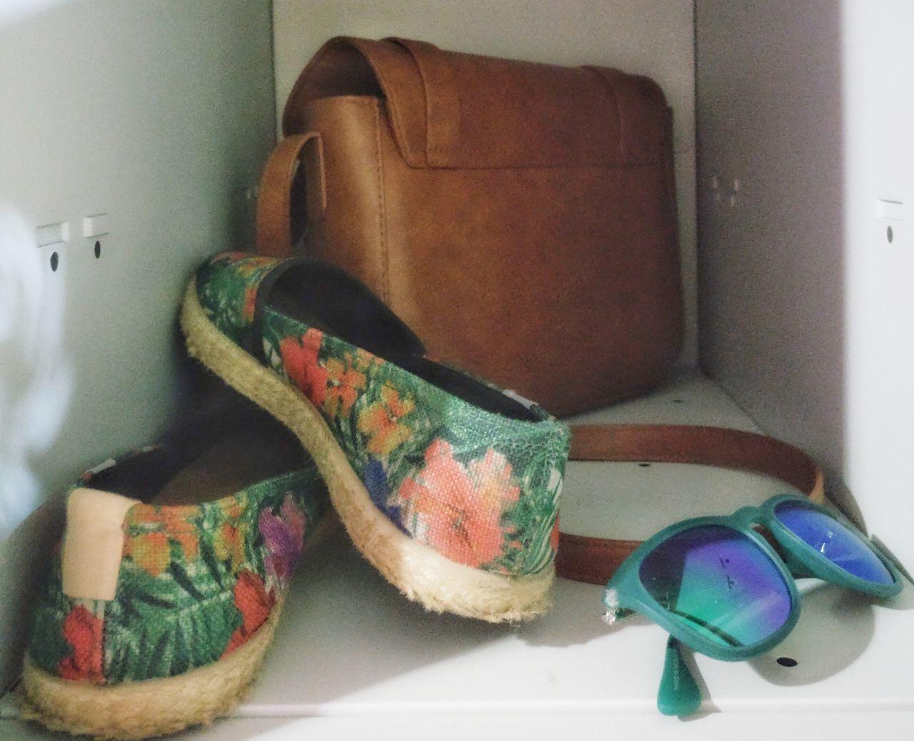 Bodegón preveranil Locker Summertime Verano Summeriscoming Shoes Sunglasses Bag Mystuff Belongings