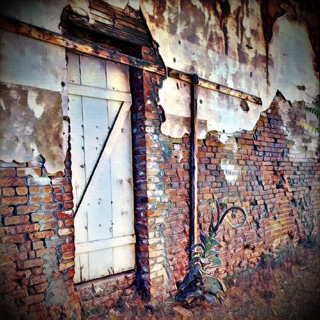 Architecture Abandoned Brick Wall Old Built Structure Weathered No People Door Obsolete Damaged Building Exterior Bad Condition Peeled House Peeling Off Outdoors Wall Brick Wall Shootermag_usa Streamzoofamily Weathered Youmobile Malephotographerofthemonth Shootermagazine Decline