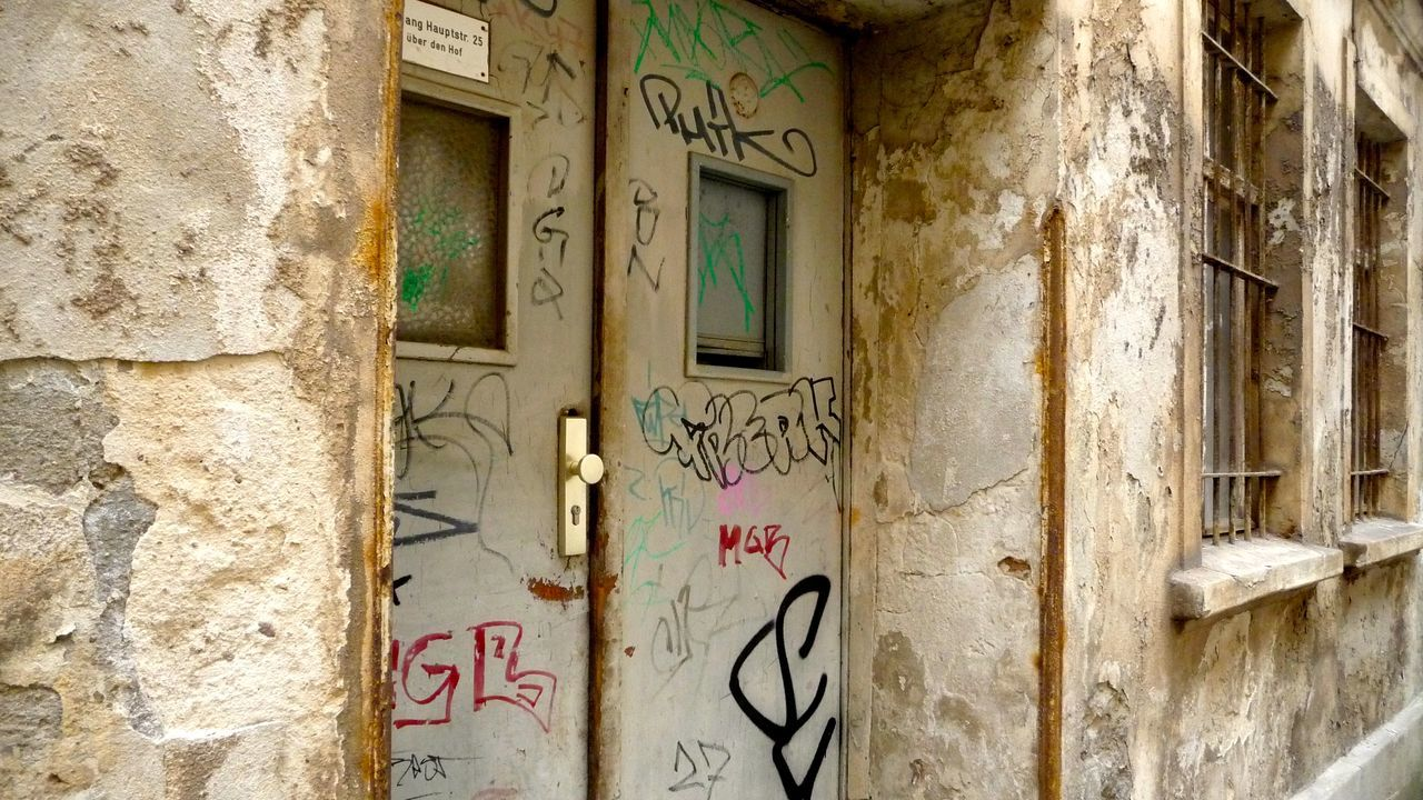 Bad Condition Brandenburg Closed Damaged Deutschland Door EyeEm Deutschland Geometry GERMANY🇩🇪DEUTSCHERLAND@ Graffiti No People Obsolete Old Ruined Ruinen Ruinenstadt Ruins Runine Stadt Brandenburg Tür Verfall Wall Wall - Building Feature