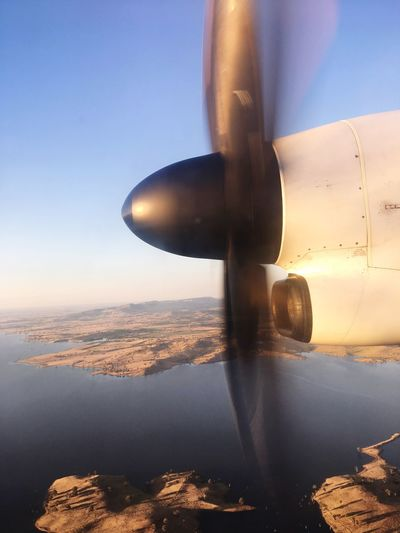 Bombardier Q400 Lake Coming In For A Landing