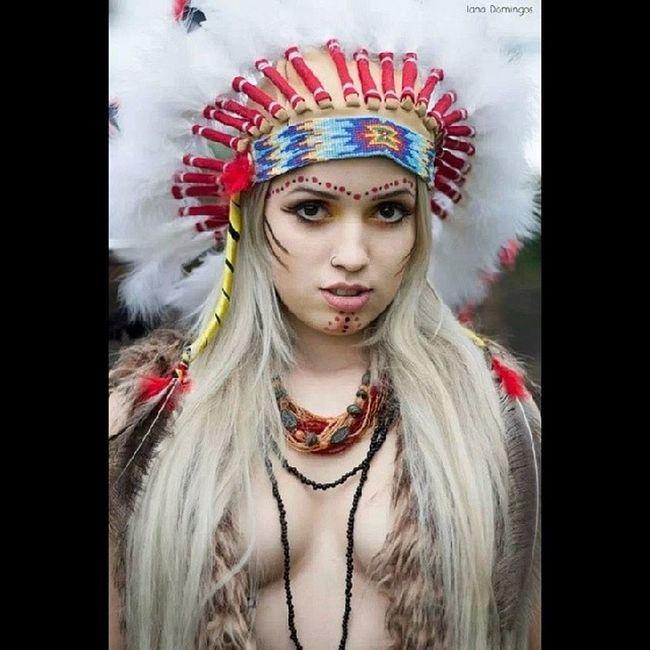 Modelo Maravilhosa: Cassia Lorão Foto: Iana Domingos Luescarbemakeup Maquiagem Maquiadora Model ensaioindigena makeindigena maquiagemindigena cocar loira blondgirl