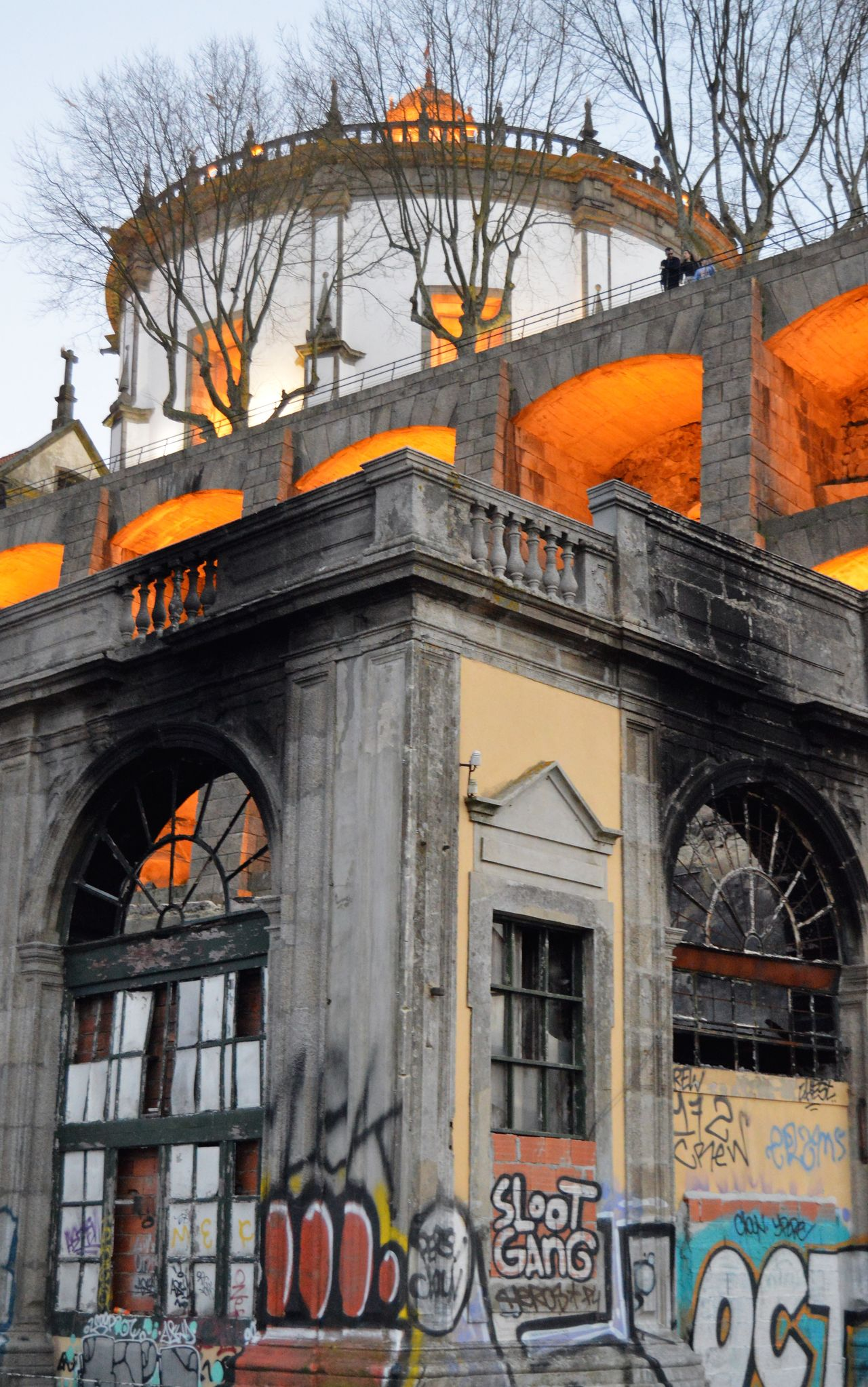 like fire. Abandoned Buildings City Colors Constrast Felloporto Lazysunday Light Morro Nofilter Oporto Fire From My Point Of View Perspective Travel Destinations Portuguese Streetphotography Oporto, Portugal Building Exterior Shadows & Lights Travel Destination Oportolovers Portugal Architecture Lights Details Streetphotography