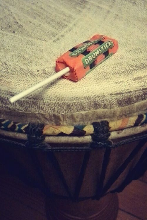 Drumstick Chewing Gum Djembe Christmas Calendar What I Value Love Is In The Air Drum DrummerGirl Drumming Drumsticks Drummer Drums Wohnglück Things I Like Music TakeoverMusic Relaxing Enjoying Life Quality Time Close-up Playing Djembe Playing Drums Boerlinpixel Instruments Loveisintheair