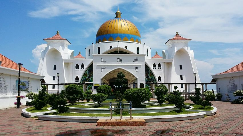 A fine weather at the Masjid Selat on Friday Noon. Masjid Selat Masjid Mosque Straits Of Malacca Straits Mosque Melaka Malaysia Floating Mosque