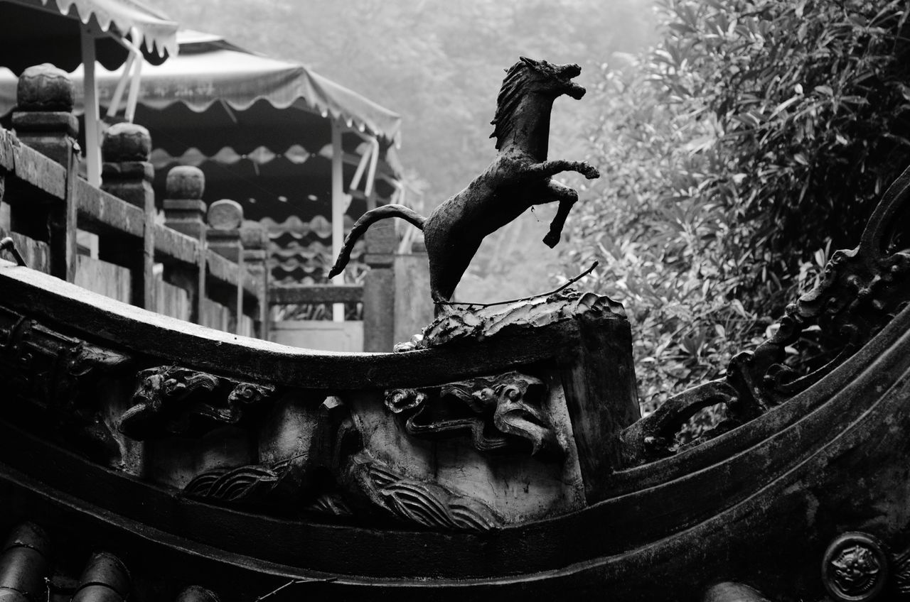 animal representation, statue, no people, animal themes, outdoors, sculpture, day, one animal, nautical vessel, animals in the wild, architecture, bird, mammal, close-up