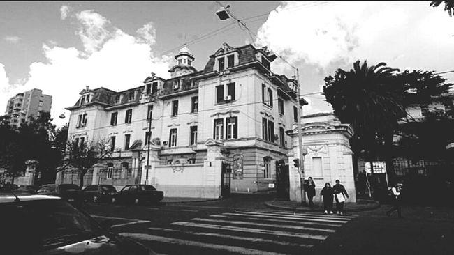Hospital Movilphotographer Talking Photo PhonePhotography Buenos Aires, Argentina  Streetphotography Argentina Photography Hospitalclinic Hospital Arquitecture Arquitecturestyle ArquiteturaeUrbanismo Arquitectura Colonial