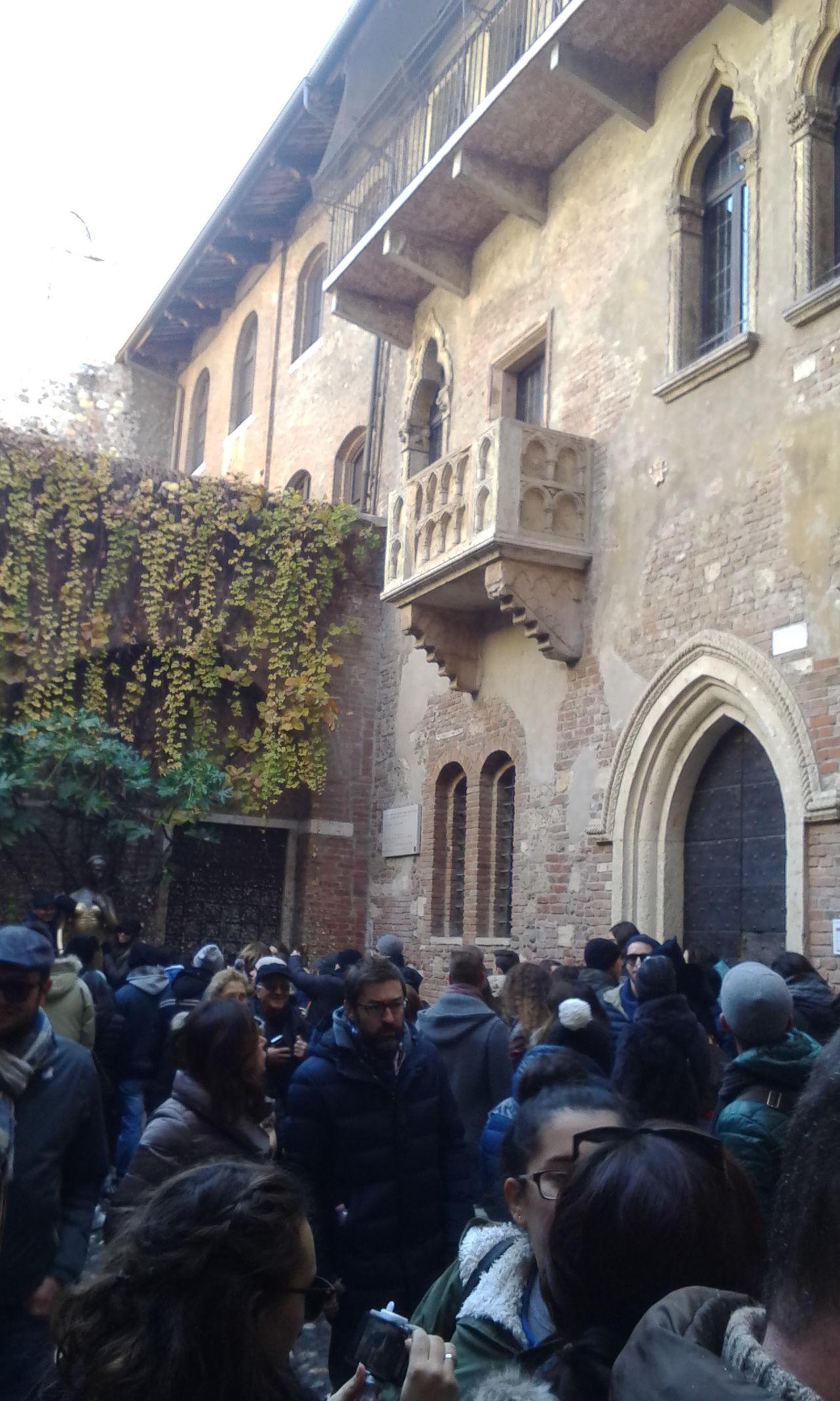 Verona: Romeo and Juliet's balcony Love♡