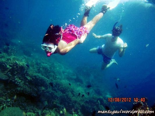 Taking Photos at Karimun Jawa by Mantugaul