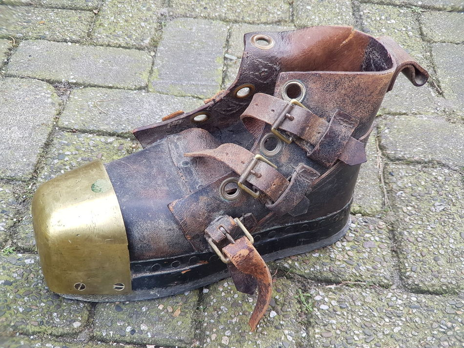 Boots Boot Vintage Shoes And Boot Vintage Style Special Shoes Extraordinary  Extraordinary  Extraordinary Things Antique Clothing Antique Shoes Antique Old Shoes Shoes Of The Day Shoes Flea Markets Vintage Stuff Fleamarket Flea Market Brocante Old Clothes Old Stuff Cover Background Vintage Clothing Shoe