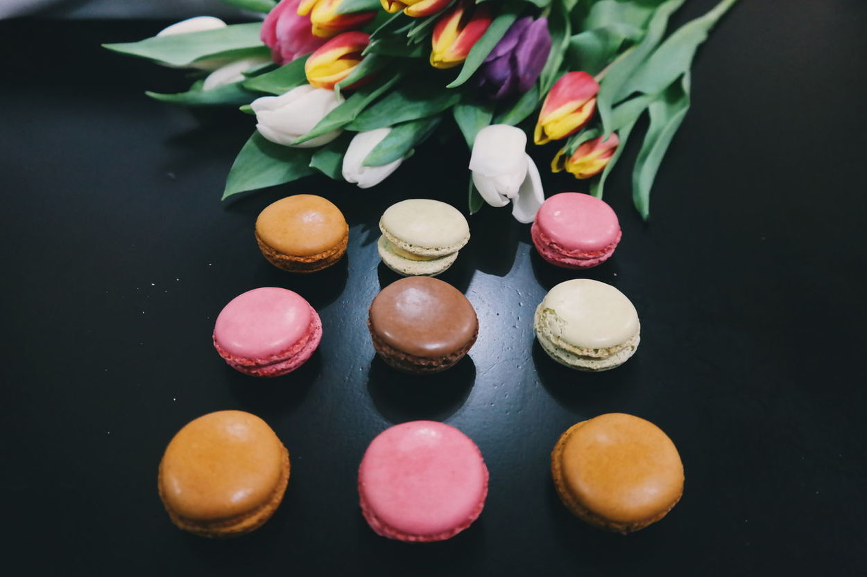 Macaroons and tulips Multi Colored Pink Color Sweet Food Macaroon Close-up Black Background Macaroon Lover! Macaroons,cupcakes,pies And Other Wonderfull Sweets<3 MacaronsDeParis Macaroons Lover Food Macarons Food And Drink