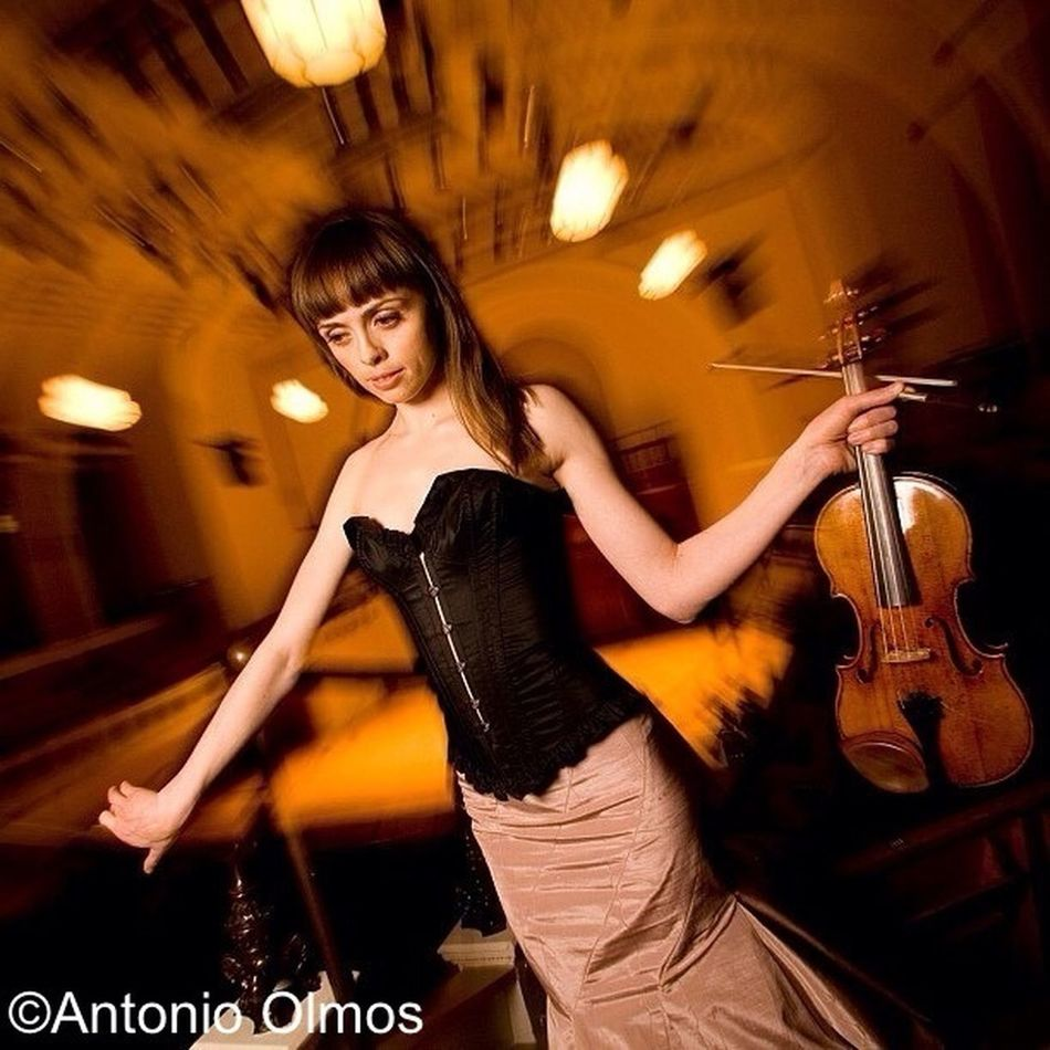 Ruth Palmer, Violinist, photographed by Antonio Olmos