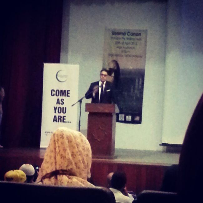 The bad quality of this shot doesnt do justice but hey, this ustaz got swagggggg. Osamacanon