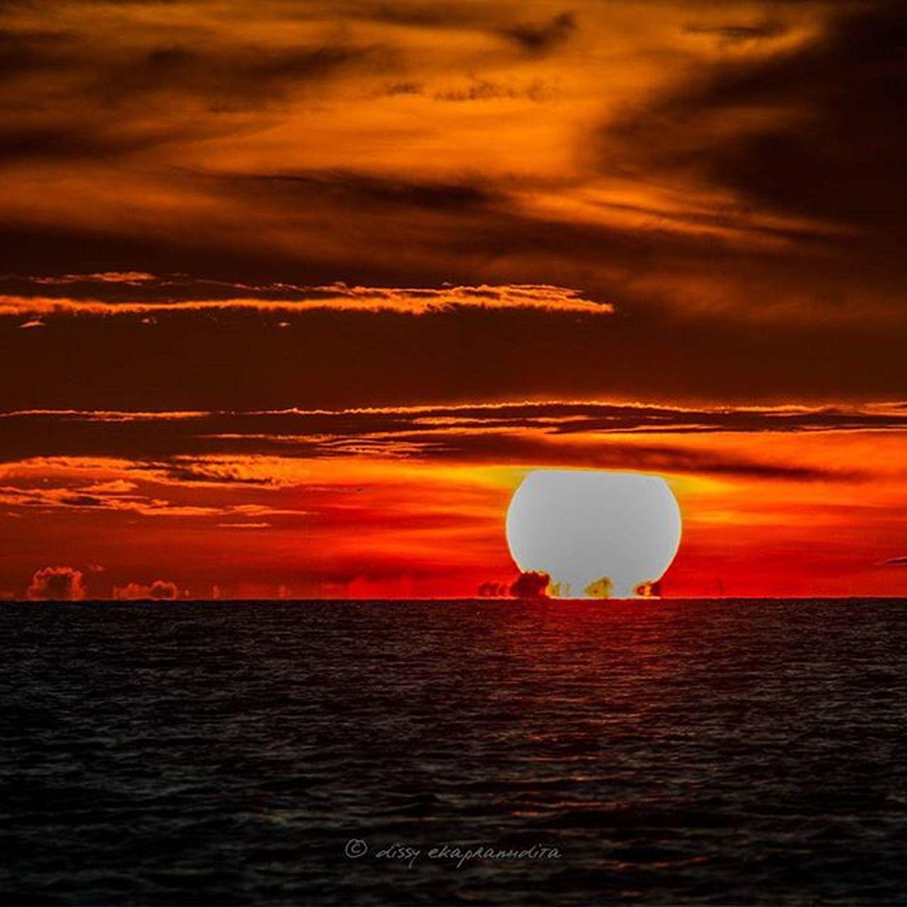 Dawn Sunset Sun Rajaampat Papua INDONESIA 1000kata Nature Natgeotravel Asiangeographic Instalike Instagram Instapic Instagood Photooftheday Indonesiaplayground Indonesiaparadise