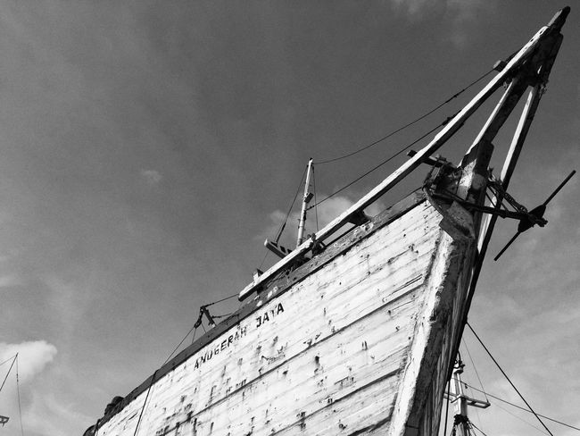 Pelabuhan Sunda Kelapa, Jakarta Jakarta As I See It JakartaStreet Streetphoto_bw Capturing Movement My Hobby Photojurnalism Blackandwhite Photography Blackandwhite Documentary Photography Streetphotography Discover Your City Taking Photos