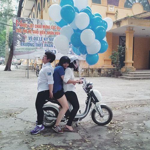 Tranh xe để đi tiếp khách Hàthiênlộn 10nghìn Htl Chimtrắngmồcôi Rosieđểu Yearbook 😀😀😀