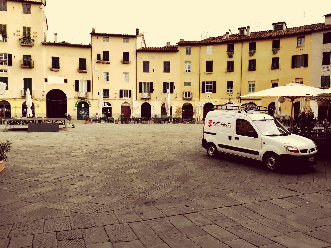 Il nostro furgoncino a piazza Anfiteatro Lucca DA Impianti Elettrici Elettricista Lucca Pronto Intervento Elettricita' Elettricitta'