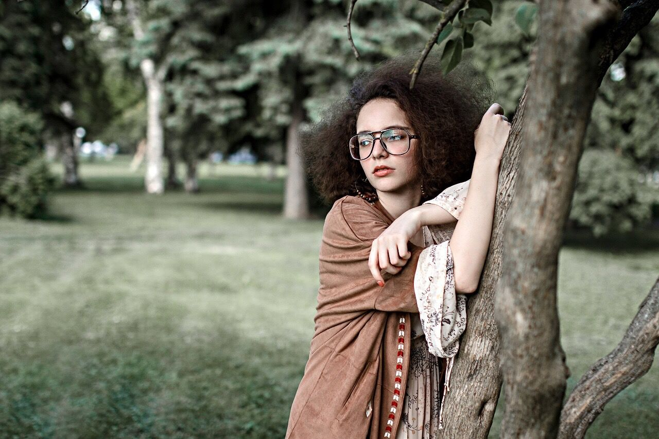 Adult Eyeglasses  Portrait Tree Fashion One Person Only Women Beauty Looking At Camera Beautiful People One Woman Only Outdoors Adults Only Young Adult People Beautiful Woman Women Tree Trunk Nature Young Women EyeEm Awards 2016 The Portraitist - 2016 EyeEm Awards TheWeek On EyEem EyeEm Best Edits Portraitist - 2016 Eyeem Awards