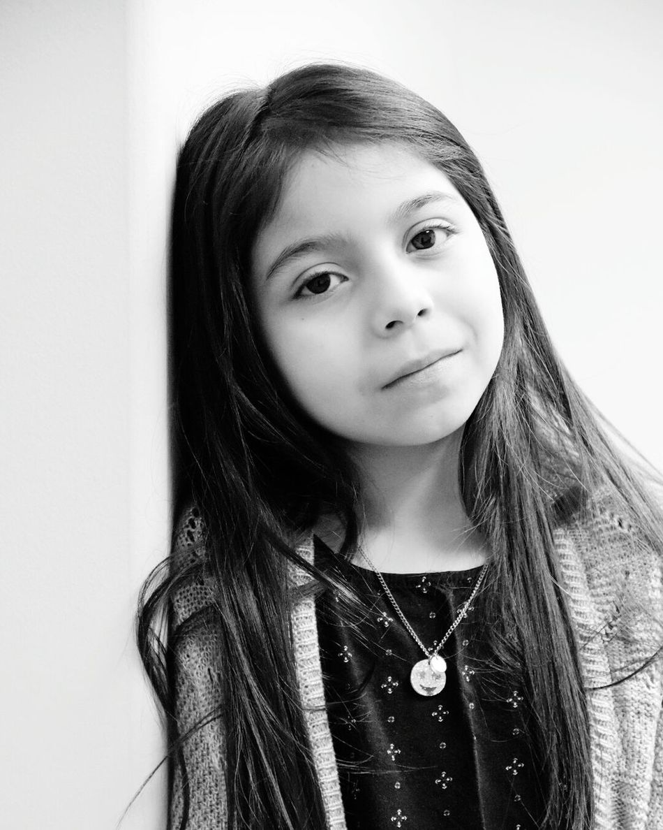 Portrait Real People Long Hair Children Only One Girl Only Close-up Blackandwhite Miradas Little Girl Take Photos Kids Portrait Looking At Camera Smiling Beautiful Girl Sonrisa