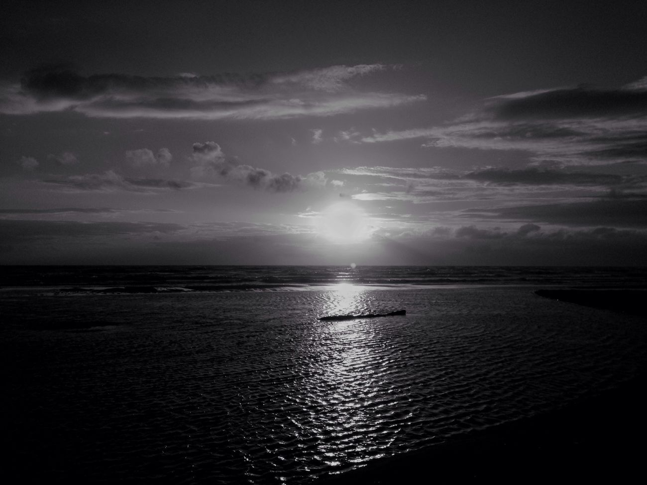 IPhone IPhoneography Mobilephotography Horizon Over Water Surf Surf Photography Sky EyeEm Nature Lover Sanset Sea Light And Shadow Evning Sky Sanset Collection Reflection Beauty In Nature EvningGlow Sunlight And Shadow Horizon Beach Nature Wave Sunset BW Collection Bw Photography Monochrome