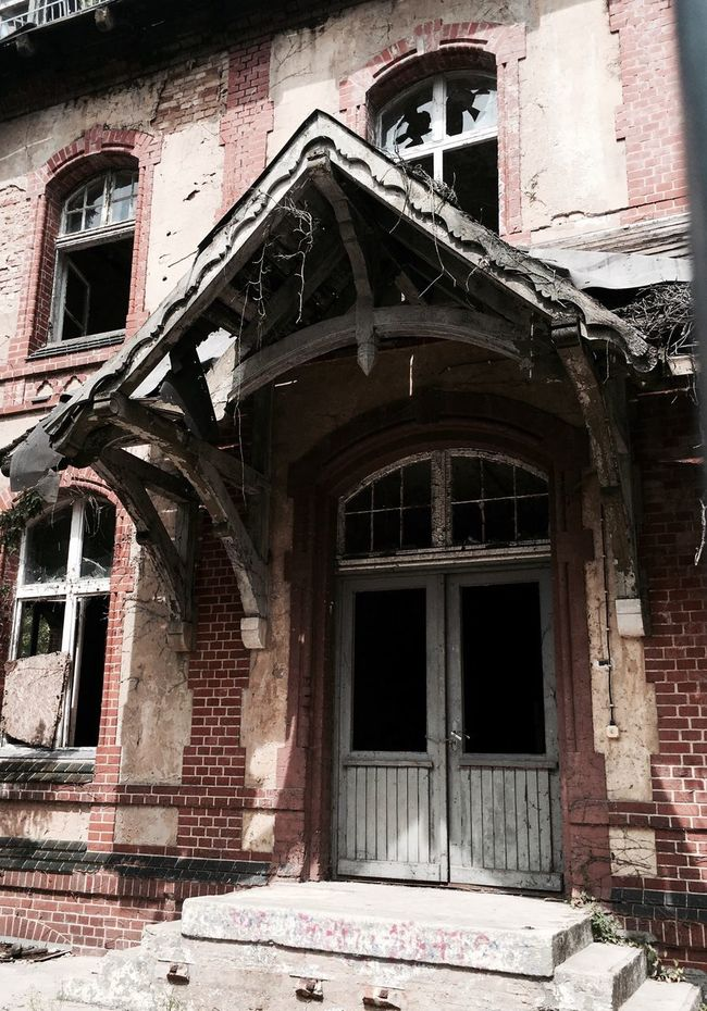 Abandoned Abandonedhouse Abandoned House Abandoned Places Abandoned Buildings Lostplaces Lostplacephotography Lostplacesgermany Urbanexploration Architecture Ruins Ruined Building Ruins Architecture Indecay Door Creepy