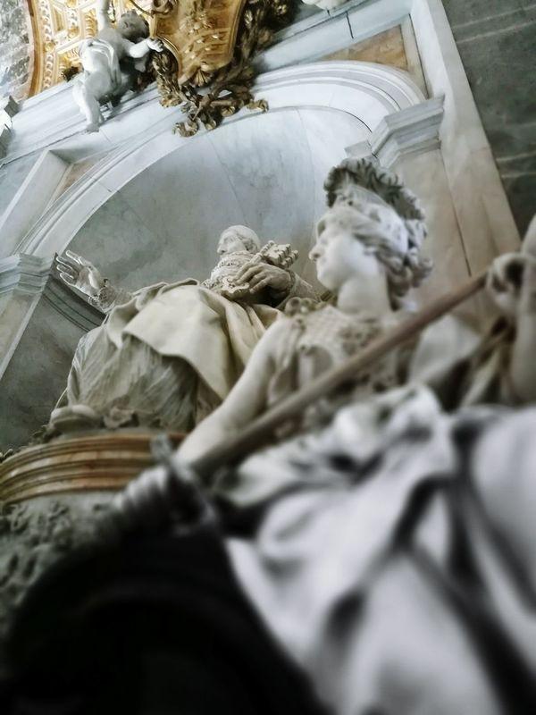 PioXI SanPietro Vaticano Statue Marmo Imponenti Bicolore Luci E Ombre Oro E Marmo Croce E Spada Santi E Soldati