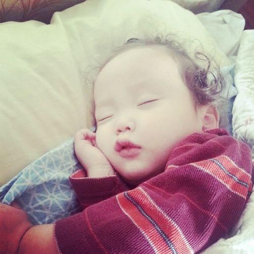 миний сайхан залуу унтаад л байна хэхэ хүүхэд бол бүхний эхлэл 1bolehlel