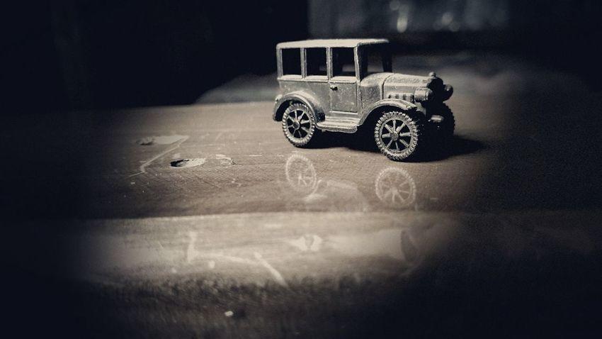Rueda por el mundo. Car Toys Vintage Viñeta Marron Antiguo Weels Eyem