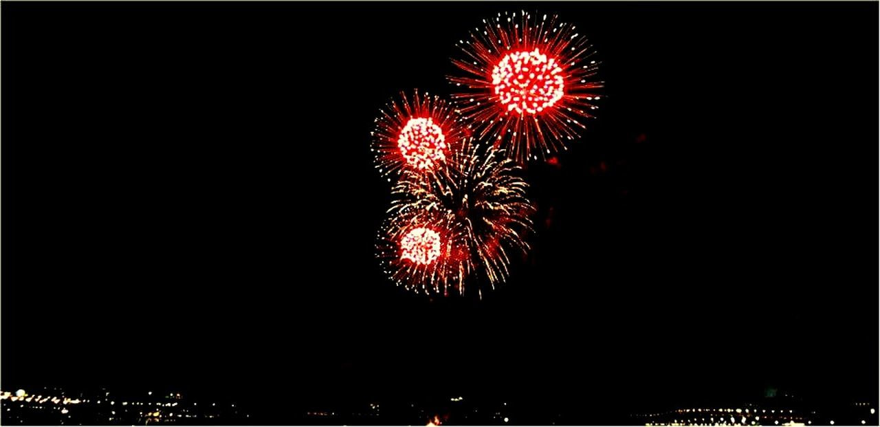 I like firework show. Taking Photos Popular Photos Nice View Tourists 大稻埕碼頭 Good Shot Good Times Relaxing