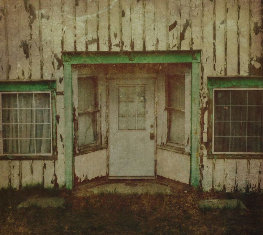 Deceptively Simple Abandoned house peeling paint green Check This Out Trying Something Different Iphonephotography IPhone 6+ EyeEm Outdoors