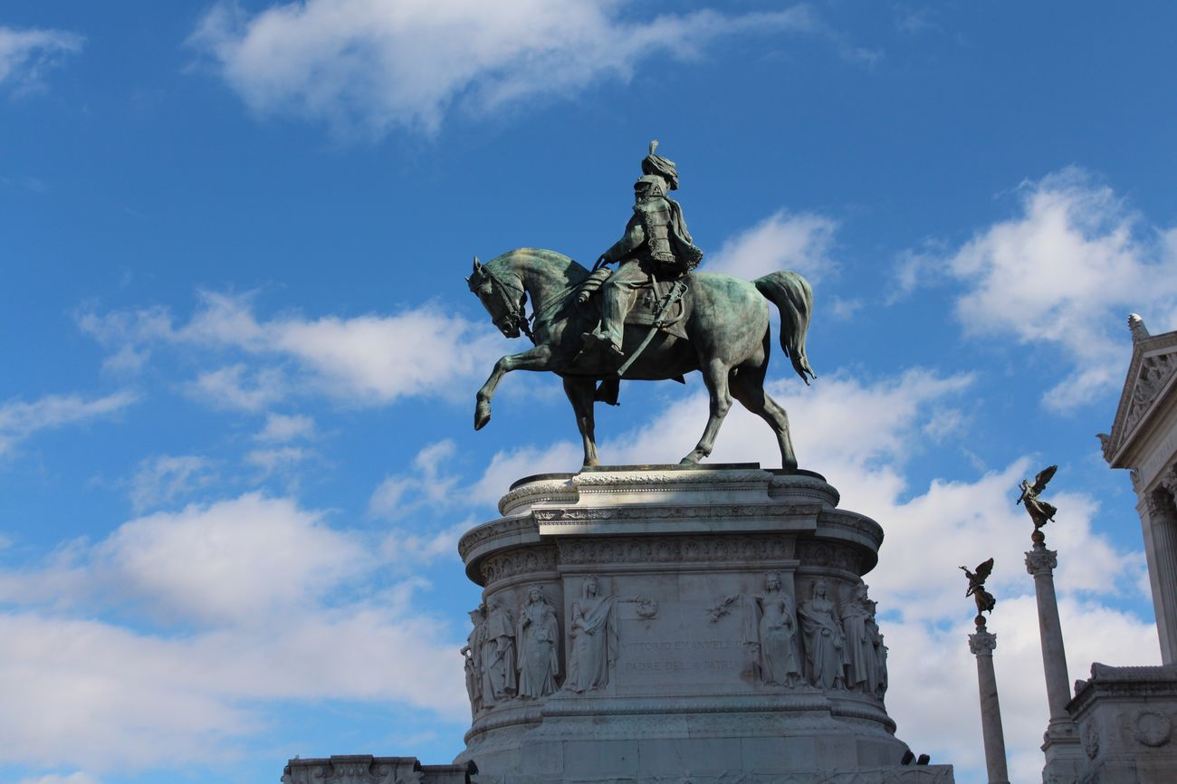 📸✌🏻️ Statue Sculpture Sky Human Representation Male Likeness Art And Craft Low Angle View Horse Outdoors Monument Bronze - Alloy Architecture Cloud - Sky Day City No People Warrior - Person Shield City Gate