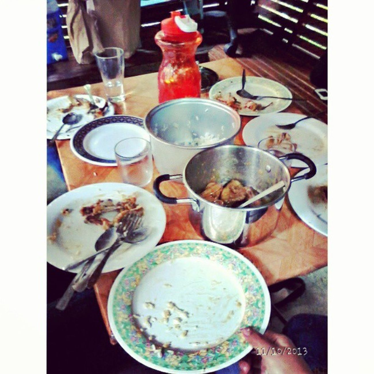 Ubos! Haha sarap ng kain ng tropa. Gang mamaya pa to kain kain kain bonding! :) Happy WithGirlfriends