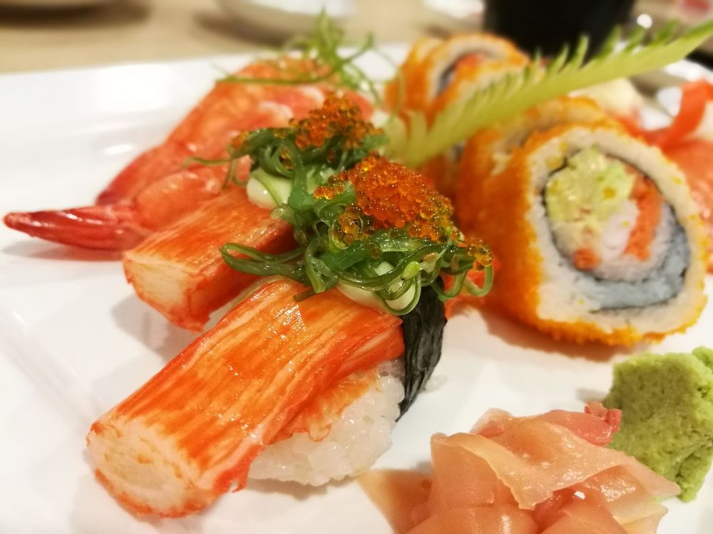 Maki Maki Food Ready-to-eat Food And Drink Close-up Plate Freshness Savory Food Indoors  No People Healthy Eating Japanese Food Salmon Dinner Japanese  Makimaki Salmonmaki Salmon Sushi Salmonsushi SalmonLove Salmon Sashimi Bangkok Thailand.