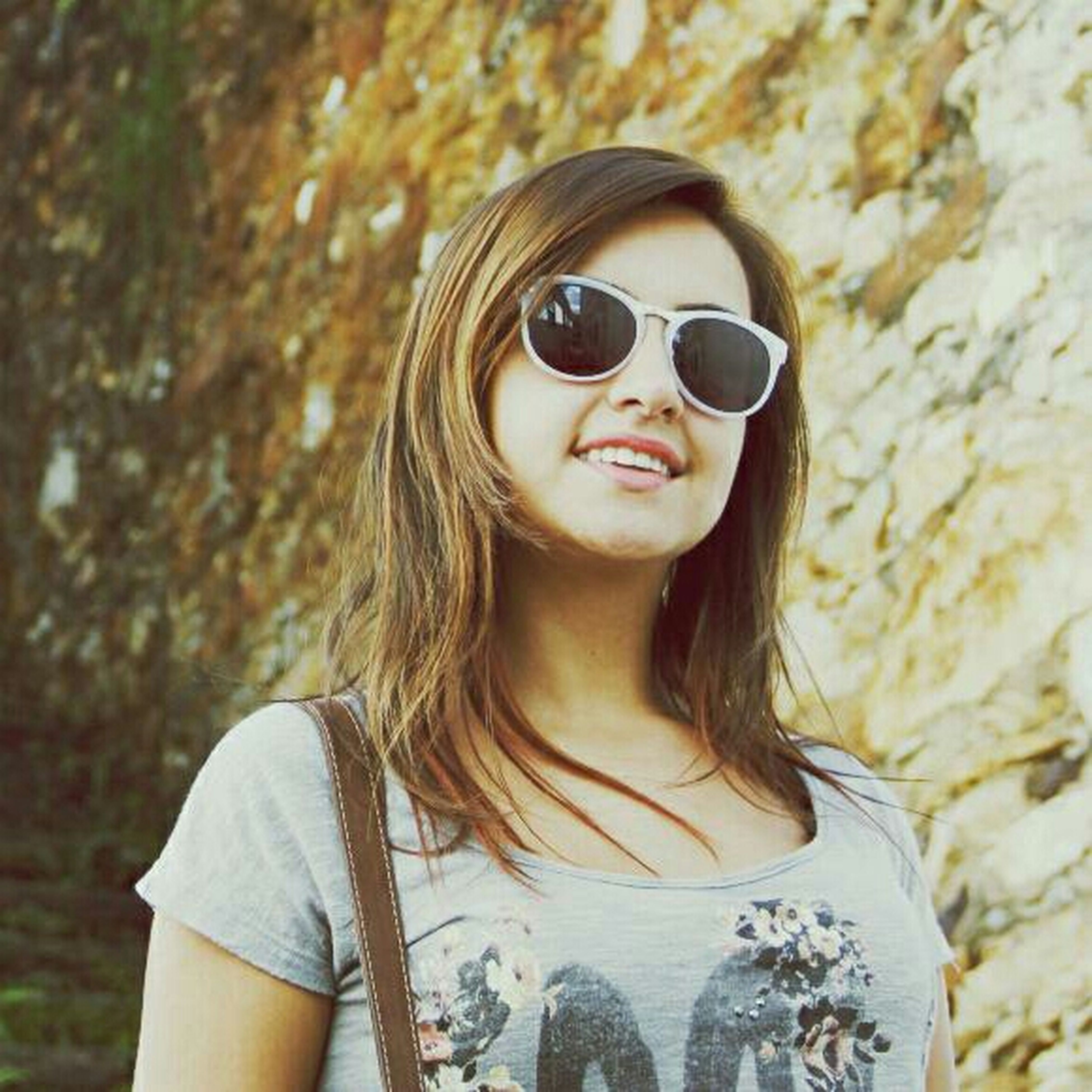 young adult, lifestyles, portrait, looking at camera, person, sunglasses, leisure activity, young women, front view, headshot, focus on foreground, casual clothing, long hair, head and shoulders, waist up, smiling, standing