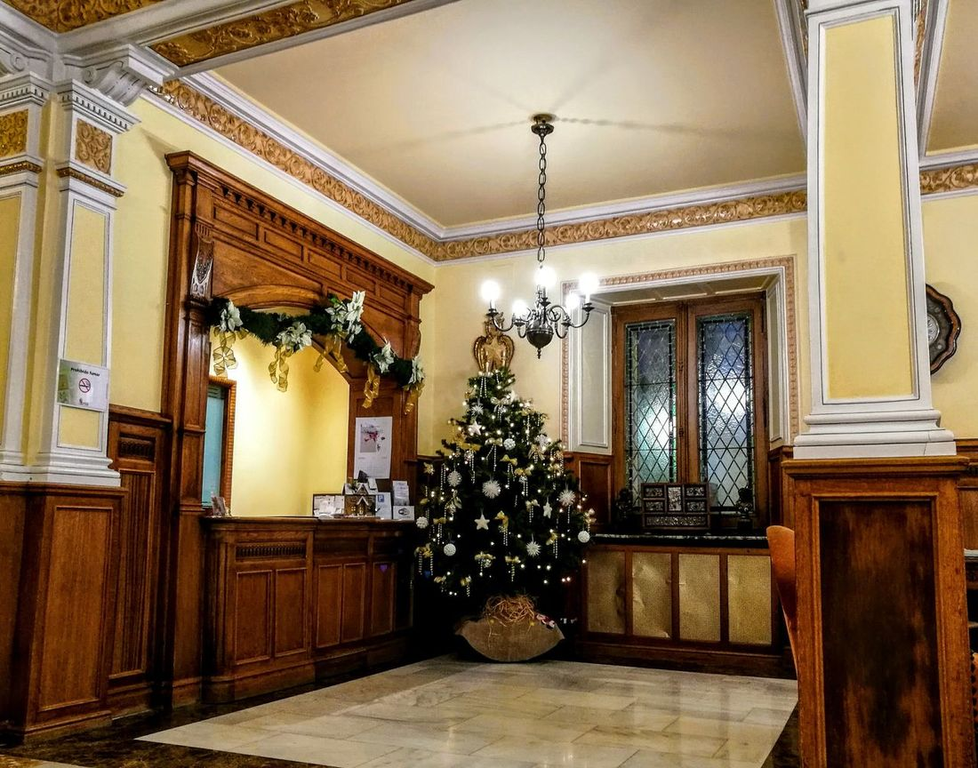 Stylish reception... Hotel Norte Y Londres Burgos Oldbuilding Beautiful Old But Cute Christmas Tree Christmas Decoration Xmas Is Coming  Gold Colored Indoors  Architecture