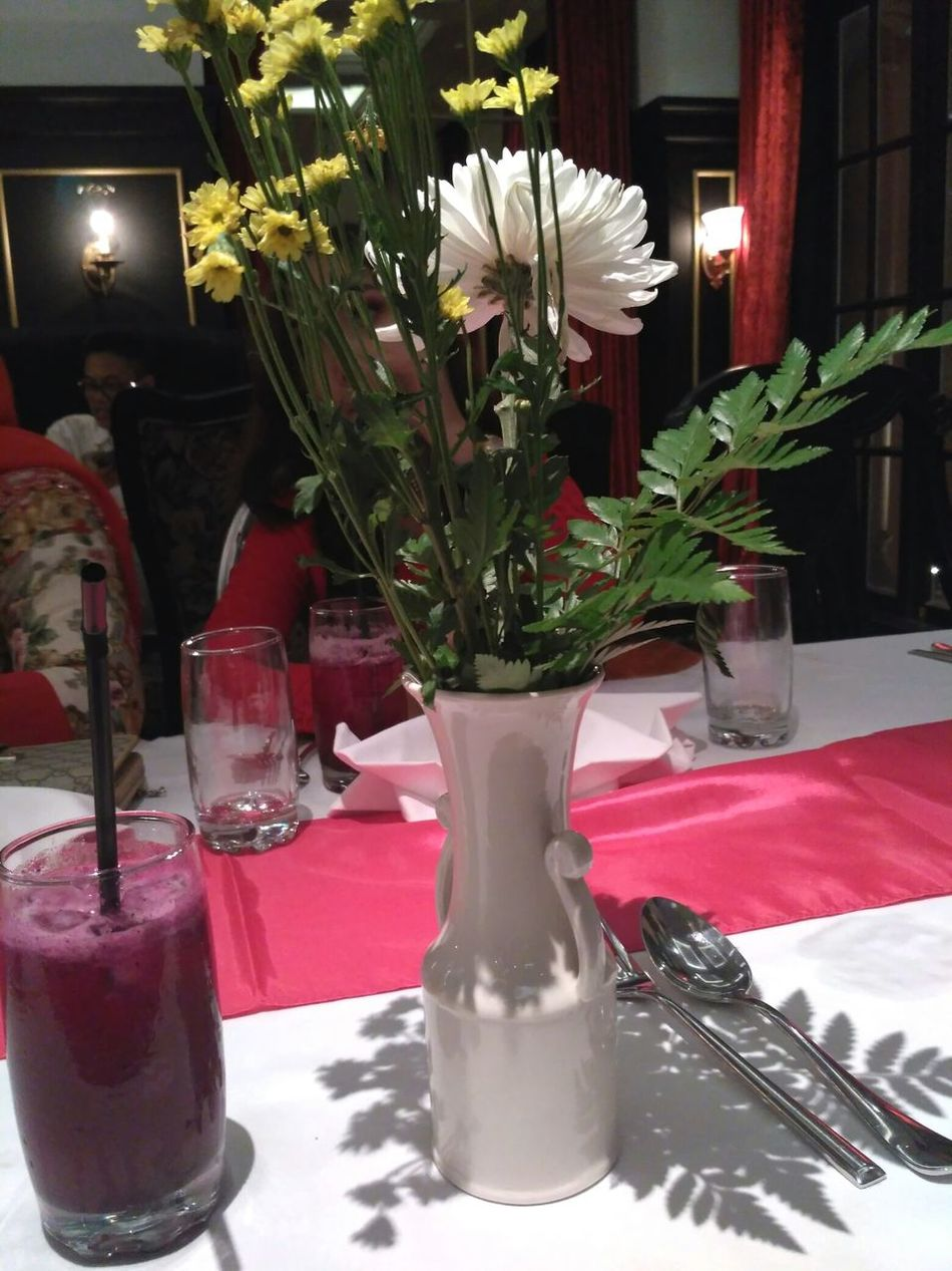 There are always flowers for those who want to see them 👉👈 Flower Red White Color Illuminated Freshness Front View Faces Of EyeEm Birthday Celebration Birthday Dinner