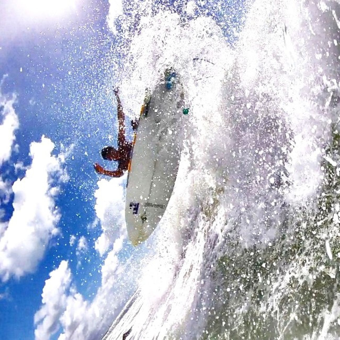 Liberte sua mente!🌊🏄🙌⛅️☔️ Allallauu via @lifeapp Surferphotos SURFINGfactory StillCommunication Surfingiseverything Watermansguild Raynorsurf Truetothis Onmylist Ondaperfeita Perfectwave Almondsurfboards Athome  Artlover Cihigh5 Viva LifeInStyle LiveTheSearch Aerialsurfing
