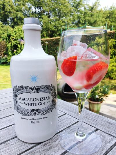Macaronesian White Gin and strawberries ❤ the best of the Canary Islands Gintonic