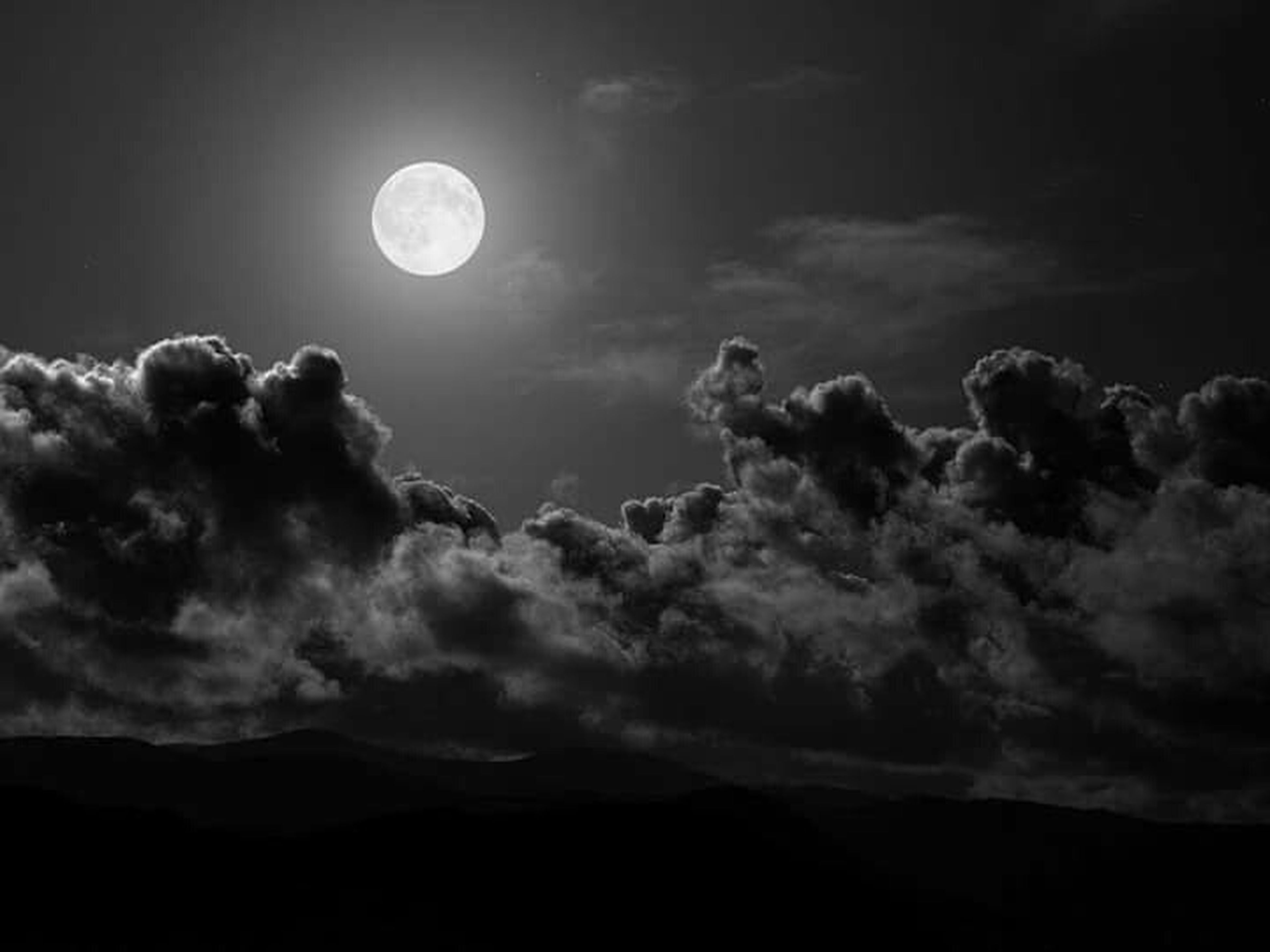 moon, scenics, tranquil scene, sky, tranquility, beauty in nature, night, full moon, astronomy, nature, idyllic, majestic, low angle view, dark, cloud - sky, silhouette, circle, planetary moon, dusk, landscape