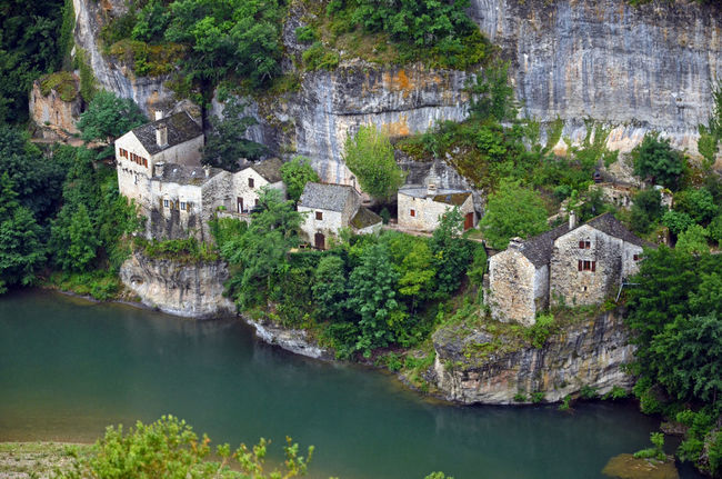 Cute Town Limestone Limestone Cliffs Picturesque River Riverside Tarn Riverbank Green Village Crues Tourisme Green Pittoresque Hameau Riviere Isolated Hamlet Isolated House Under The Sun Urbanisation Carte Postale Isole