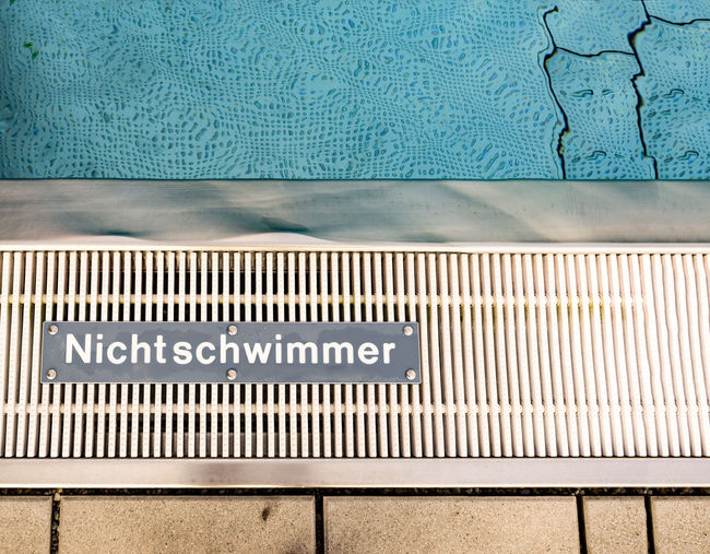 non-swimmer can have many meanings. a example I do not swim with the crowd Blue Contrast Learining Nichtschwimmer Non-swimmer Pool The Color Of School Water