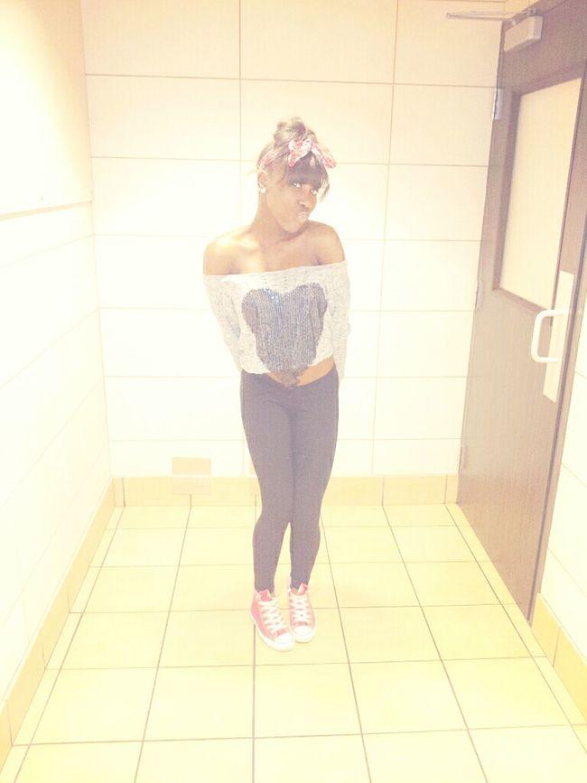 #prettygirl #iloveme #jackgirl #hearts #chucktaylors #converses