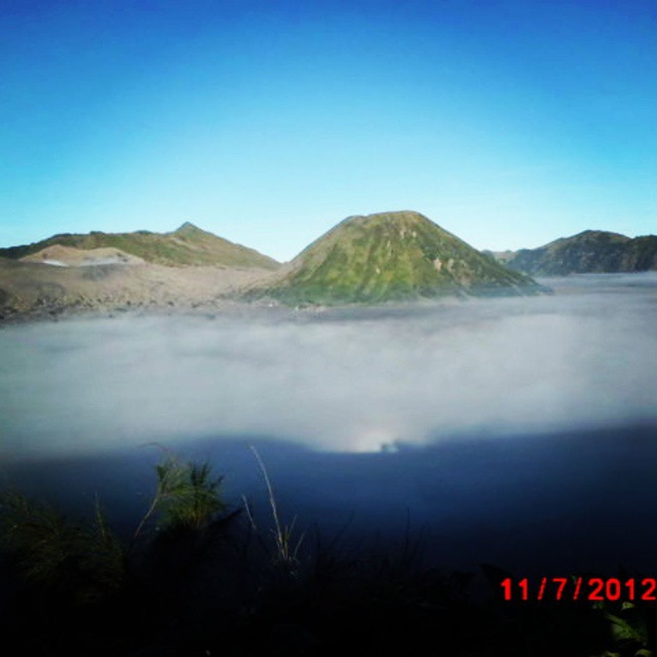 where is the cloud? it turned out they were go down :D loc: mt. bromo Bromo Gunungbromo CTC A Lingkarindonesia LingkarIndonesiaChallenge Explorewonosobo Explorebanjarnegara Betahngemprah Exploreanything Exploreindonesia Explorecentraljava Travel Id Indotravellers Id_pendaki Doyandolan Hiking Bestoftheday Travelersid