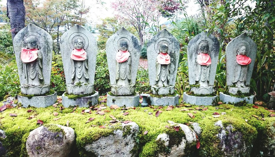 Jizo is a popular deity in the fork belief of the japanese.He is the patron saint of travelers,children,pregnant women,and statues of him are seen along roads in rural districts. First Eyeem Photo Japanese Culture at 新潟県 地蔵 Jizo Japanese Traditional Landscape 苔 Green Color Moss 苔むし地蔵 Japan Japan Photography Japan Scenery