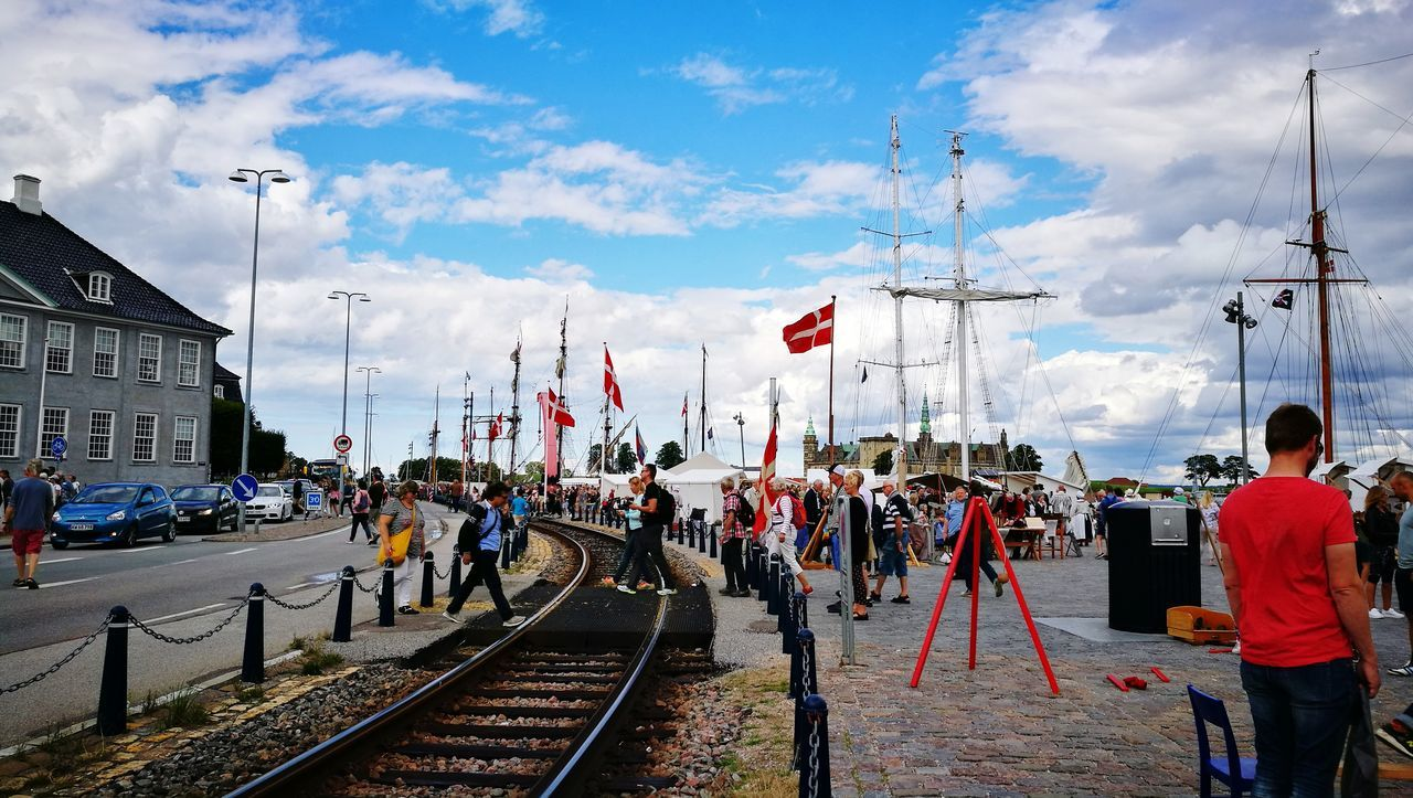 Cloud - Sky Large Group Of People Railroad Track Outdoors Summertime Foto Harbor Sailboat Tall Ship